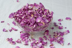 розови листчета при косопад