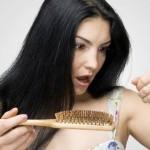 Обилният косопад – симптом на алопеция