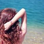Как да се грижим за косата след плаж и басейн